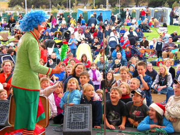 Wiggi performs at Frankston Festival of Lights